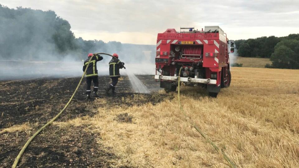 Les sapeurs-pompiers ont éteint l'incendie qui se propageait au moyen de deux lances - Illustration