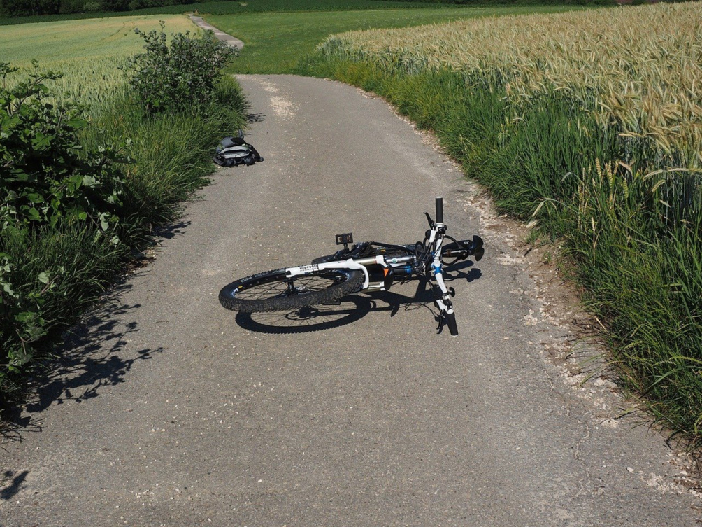L'homme a été découvert près de sa bicyclette sur la D810 - illustration @ Pixabay