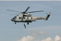 La femme blessée a été hélitreuillée à bord de l'hélicoptère de la Marine nationale (Photo PREMAR)