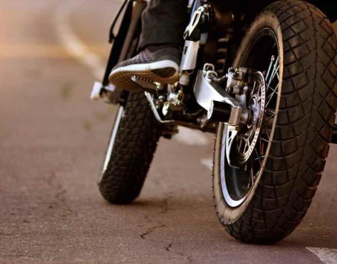 Le pilote de la moto était âgé de 54 ans et habitait à Petit-Quevilly - Illustration © Adobe