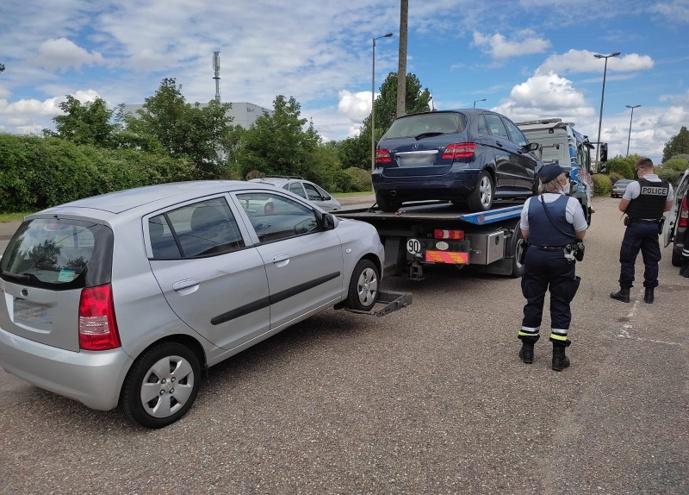 Deux véhicules en infraction (défaut d'assurance et faux contrôle technique) ont été emmenés à la fourrière - Photo © DDSP76