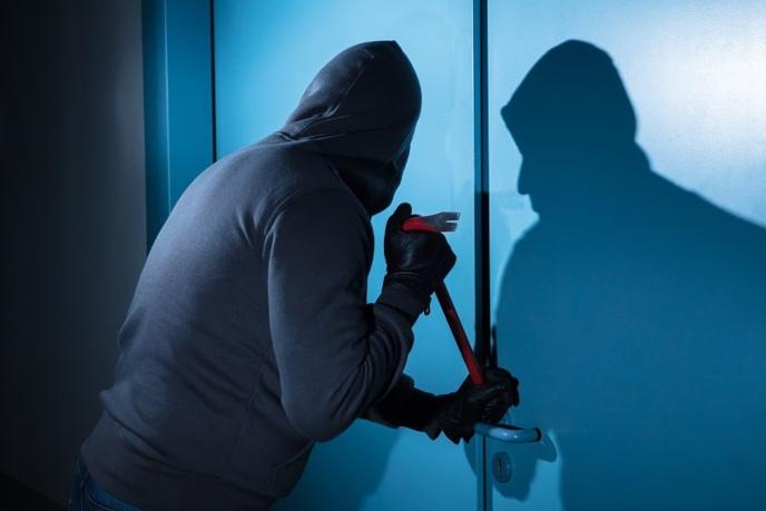 Le suspect a reconnu le cambriolage de sept garages dans la nuit du 13 au 14 avril dernier - Illustration © Adobe Stock