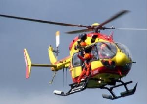 Dragon 76, l'hélicoptère de la Sécurité civile basé au Havre, participe aux recherches au large du Havre