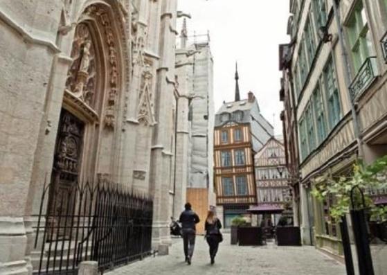 Des visites  de l'église Saint Maclou sont proposées toute la journée de samedi