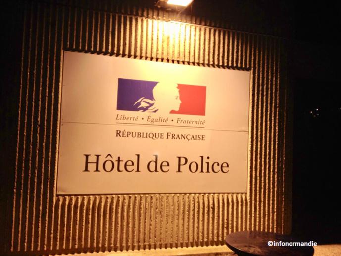 Les voleurs ont passé la nuit en garde à vue à l'hôtel de police, rue Brisou-de-Barneville - Illustration © infoNormandie