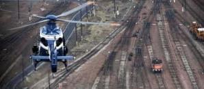 La surveillance des voies (ici avec l'hélicoptère de la gendarmerie) n'empêchent pas les voleurs de ferrailles et autres matériels de sévir