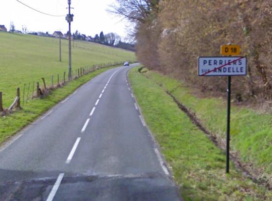 La collision s'est produite sur cette route dénommée rue des Canadiens quelques kilomètres avant d'arriver à Perriers-sur-Andelle.
