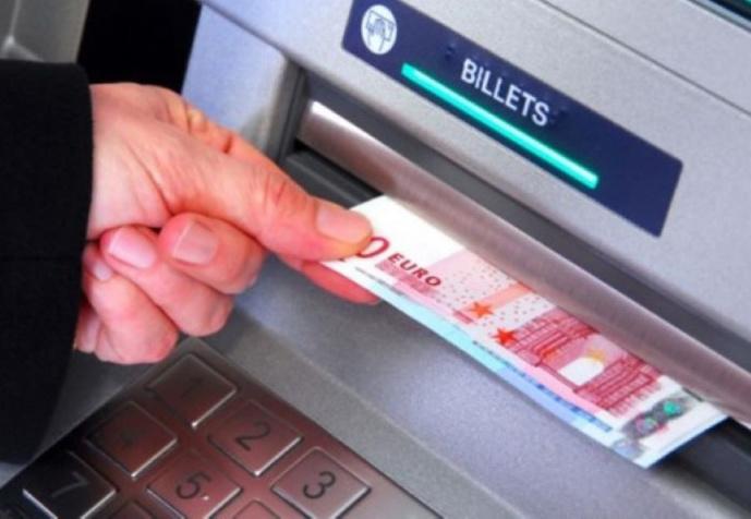 La victime venait de retirer un peu plus de 100€ au distributeur automatique de billets - Illustration