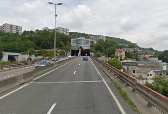 L'automobiliste a débouché du tunnel de la Grand-Mare à contresens sur la voie de gauche. Il a été intercepté un peu plus loin par les policiers (@Google Maps)