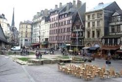 Les violences ont eu lieu place du Vieux Marché en pleine nuit (Photo d'illustration)