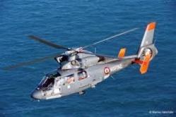 L'équipage de l'hélicoptère militaire Dauphin basé au Touquet a localisé le voilier à la dérive (Photo CROSS Jobourg)