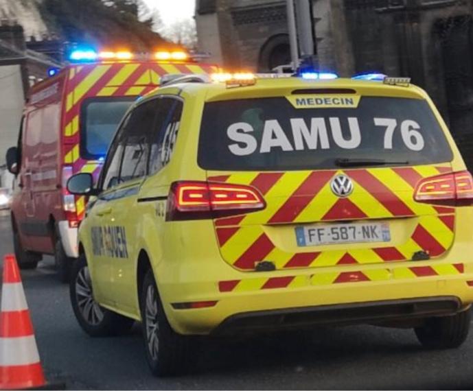 Collision entre une moto side-car et une voiture au Houlme, près de Rouen : trois blessés dont un grave