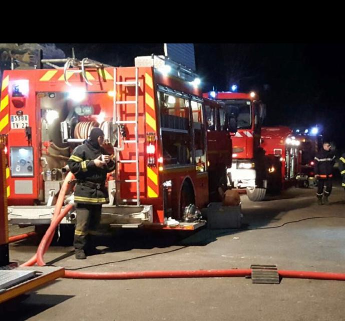 Les sapeurs-pompiers ont dû procéder à des reconnaissances dans la canalisation impactée, une opération longue et difficile  - Illustration