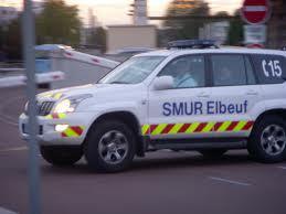 Le motard blessé a été médicalisé sur place par l'équipe du SMUR d'Elbeuf, avant dêtre transporté au CHU de Rouen (Photo d'illustration)