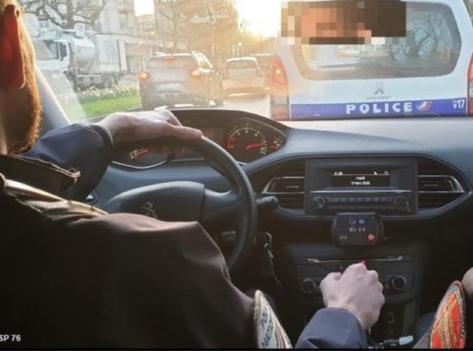 Le chauffard a pris des risques pour échapper au contrôle des policiers du GSP - Illustration © DDSP76