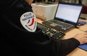 En cas de doute sur les intentions d'un démarcheur à domicile, la police conseille de la prévenir en composant le 17