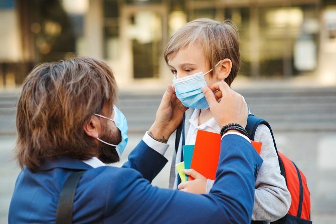 Les écoliers entre 6 et 11 ans n'auront plus besoin de porter de masque dès ce lundi 4 octobre en Seine-Maritime - Illustration © Adobe Stock