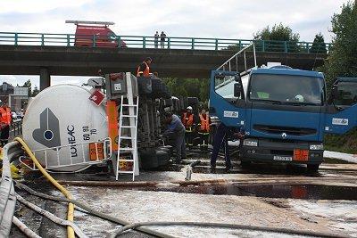 Un accident d'un camion-citerne transportant des matières dangereuses sera simulé pour tester l'efficacité du plan de mise en sûreté (Crédit photo : Alain Kermarrec)