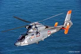 La femme inconsciente a été prise en charge par l'hélicoptère de Marine (Photo Marine nationale)