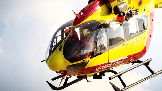 Dragon 76 est attendu sur les lieux de l'accident pour transporter la victime vers un hôpital - Illustration