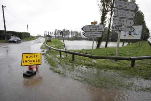 Certaines routes inondées ont été coupées à la circulation