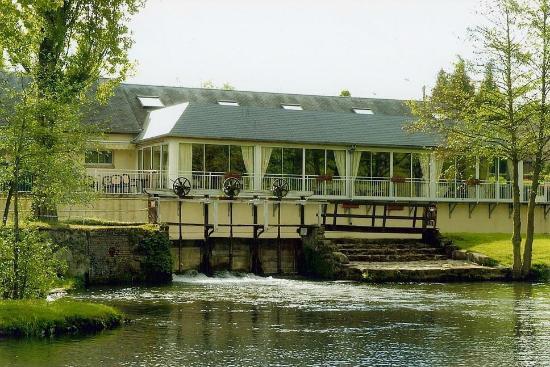 La Marigotière avait du style. Le restaurant était réputé pour sa gastronomie et son cadre, un parc verdoyant de 2 hectares au bord de la Charentonne