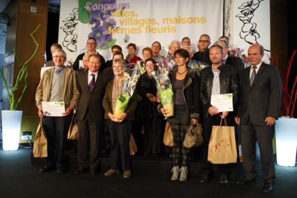Quelques-uns des lauréats récompensés samedi matin par Didier Marie, dans les salons de l'Hôtel du Département à Rouen