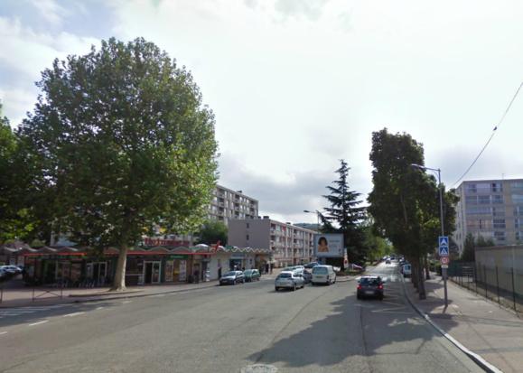 C'est à cet endroit, au 44 avenue Jacques Chastellain, que le distributeur de la Société Générale est installé (@Google Maps)
