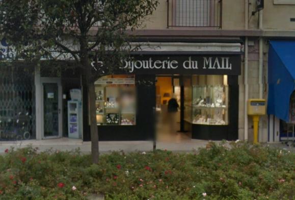 La bijouterie du Mail est située en centre-ville face à l'église d'Yvetot (@Google Maps)