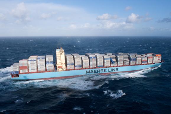 Le porte-conteneurs Maersk Salina doit faire escale dans les prochaines heures au Havre pour ré-arrimer sa cargaison. Le navire a perdu 45 conteneurs au large des côtes bretonnes (Photo : Marine nationale)
