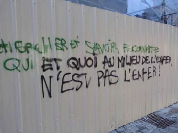 ...et aussi sur une palissage de chantier de la rue Saint-Romain