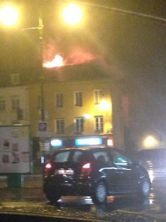 Photo prise par @MeganeAurelle (Twitter) au début de l'incendie