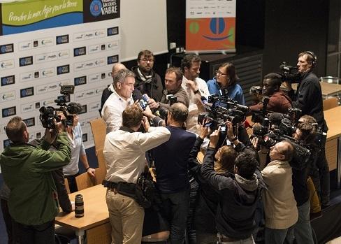 Manfred Ramspacher, directeur sportif de la Transat, a annoncé ce dimanche soir le report du départ, au cours d'un point presse (Photo : Vincent Curutchet)