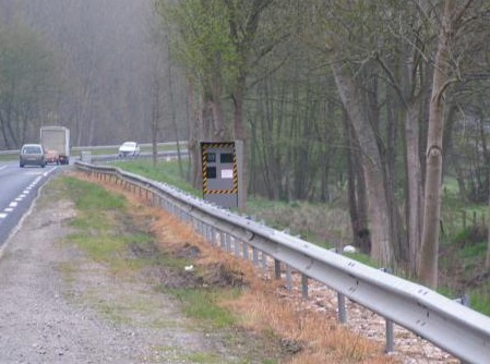 Le radar de Fontaine-la-Soret, sur l'ex RN13, a été installé en décembre 2006 dans une zone limitée à 90 km/h