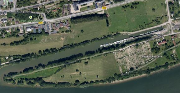 Les deux adolescents naviguaient sur le canal du port de plaisance, un bras mort qui borde l'île de la Requête et la Seine (@Google Maps)