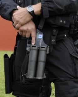 Le gomm cogne, utilisé notamment par les policiers, est une arme qui tire des balles en caoutchouc. Elle peut faire des dégâts à bout portant (Photo d'illustration)