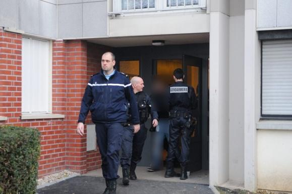 L'un des trafiquants présumés vient d'être interpellé au saut du lit par les gendarmes