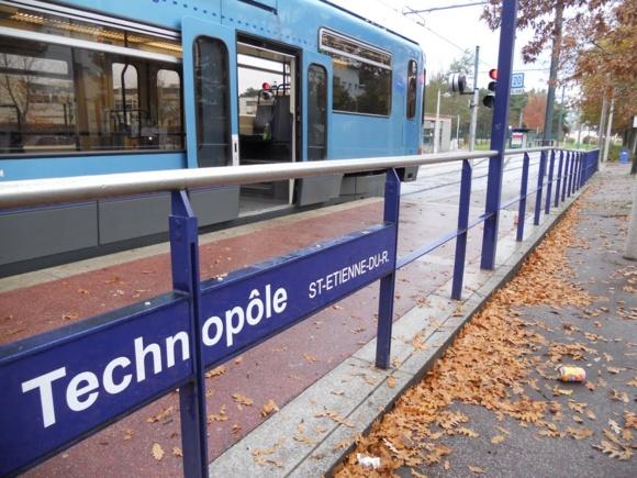 Les agresseurs attendaient que la rame de métro s'arrête à une station pour descendre précipitamment en arrachant le téléphone portable des mains de leur victime (Photo DR)
