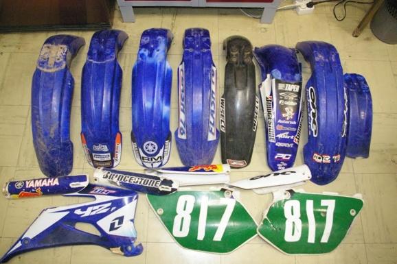 Des garde-boue et divers autres objets ont été découverts dans le garage en plus des six motos qui ont été restituées à leurs propriétaires (Photo : DR)