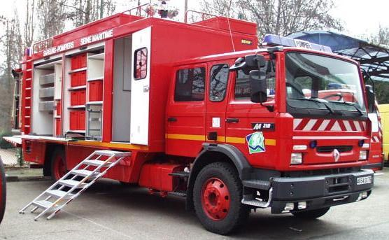 Les spécialistes de la cellule des risques chimiques des sapeurs-pompiers ont procédé à l'isolement et au confinement de la poudre suspecte (Photo d'illustration)