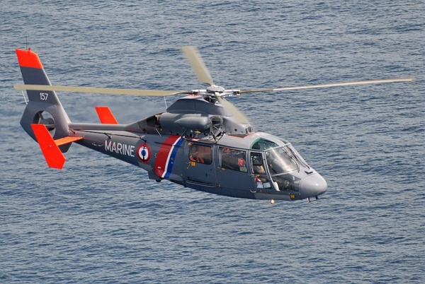 Le marin électrisé a été hélitreuillé à bord de l'hélicoptère Dauphin de la Marine nationale (Illustration @Marine nationale)