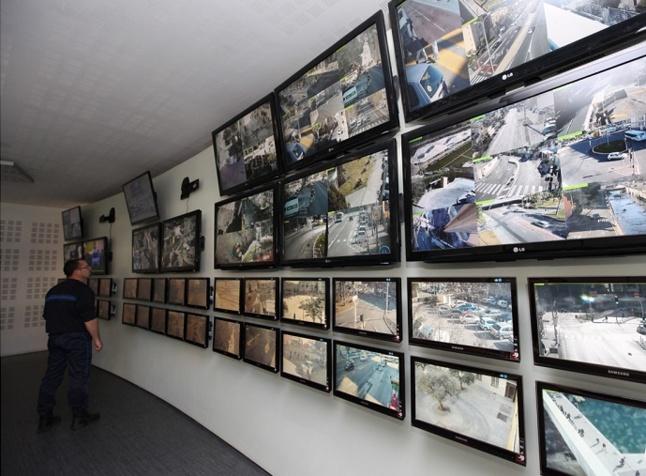 La vidéoprotection permet d'avoir une vue d'ensemble sur les quartiers les plus sensibles. En août dernier, les braqueurs de la bijouterie Milliaud ont été interpellés grâce à la vigilance du Centre superviseur urbain (Photo d'illustration)