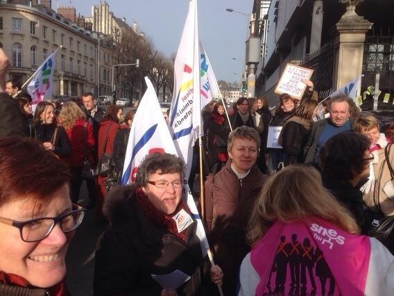 Les manifestants ce lundi après-midi devant le rectorat à Rouen (Photo : @SauvonsNosCIO)