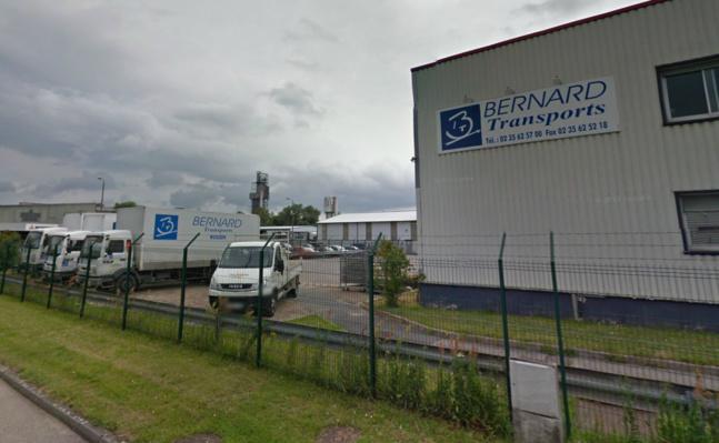 L'entreprise Bernard Transport, fondée en 1993, est installée sur la zone industrielle de la poudrerie à Oissel