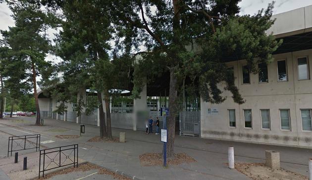 Les violences se sont produites à l'intérieur de l'établissement, dans la cour