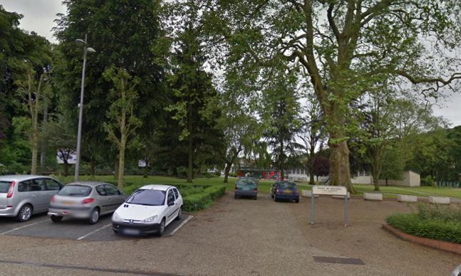 Le corps de la victime a été découvert ce samedi soir dans un parc public en bordure de la rue du Général de Gaulle, au Houlme, dans la banlieue de Rouen (@Google Maps)
