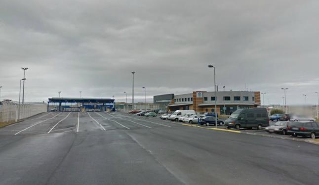 Les deux Anglais ont été contrôlés avant leur embarquement, dans l'enceinte de la gare Transmanche (@Google Maps)