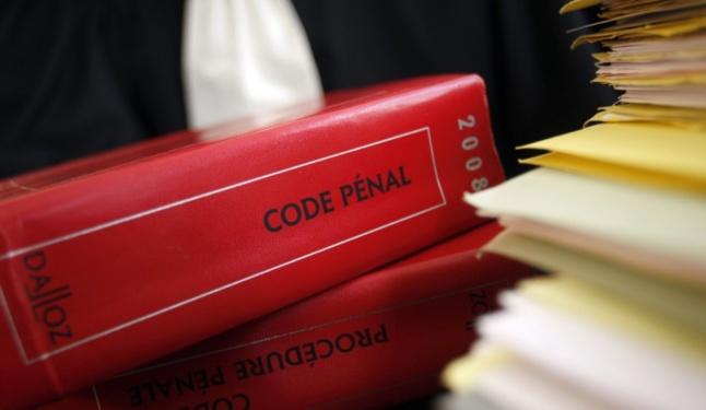 Pour homicide volontaire avec préméditation, le code pénal prévoit une peine de réclusion criminelle à perpétuité