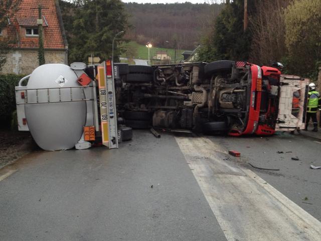 Le camion-citerne a été relevé et évacué en milieu d'après-midi (Photo DR)