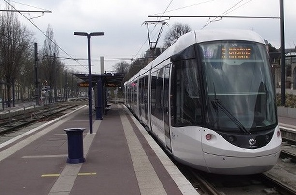 Le corps de l'adolescente était coincé entre les voie, la rame et le quai de la station avenue de Caen (Photo d'illustration)